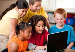 Kids-on-laptop
